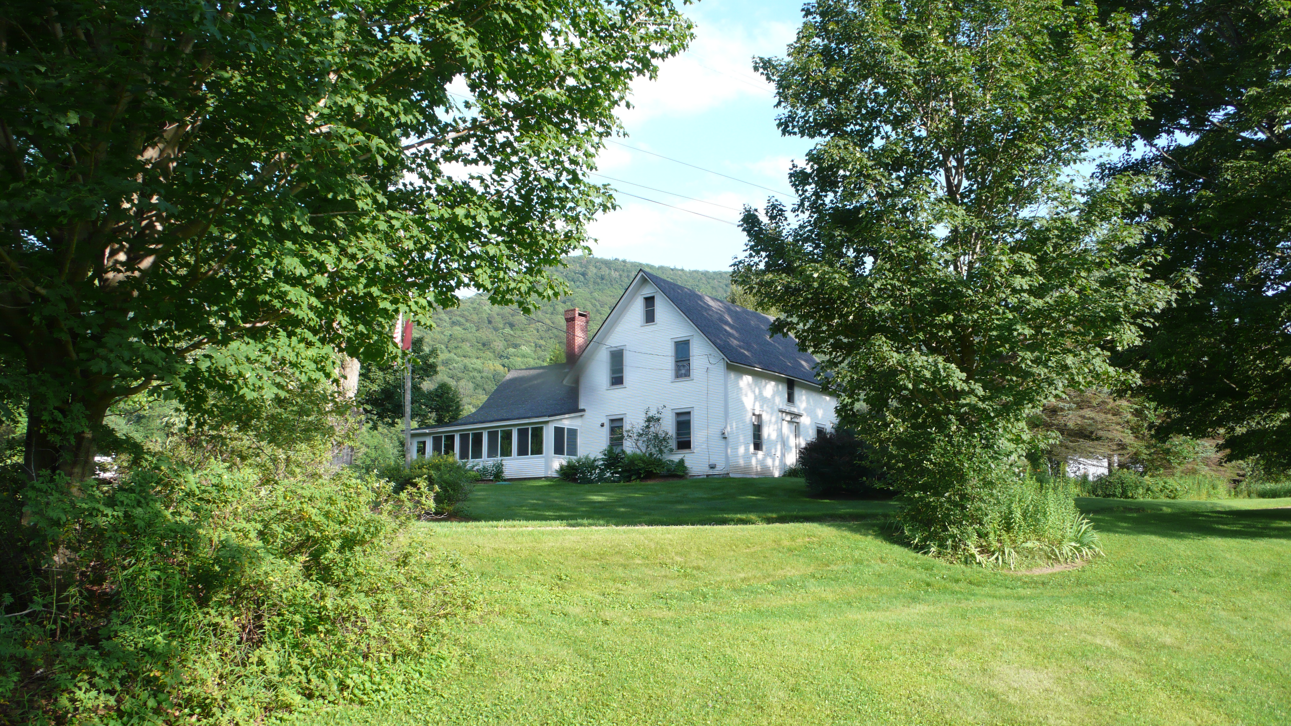 The vermont country house 5 bedroom 100 acre farm in the for Vermont country homes